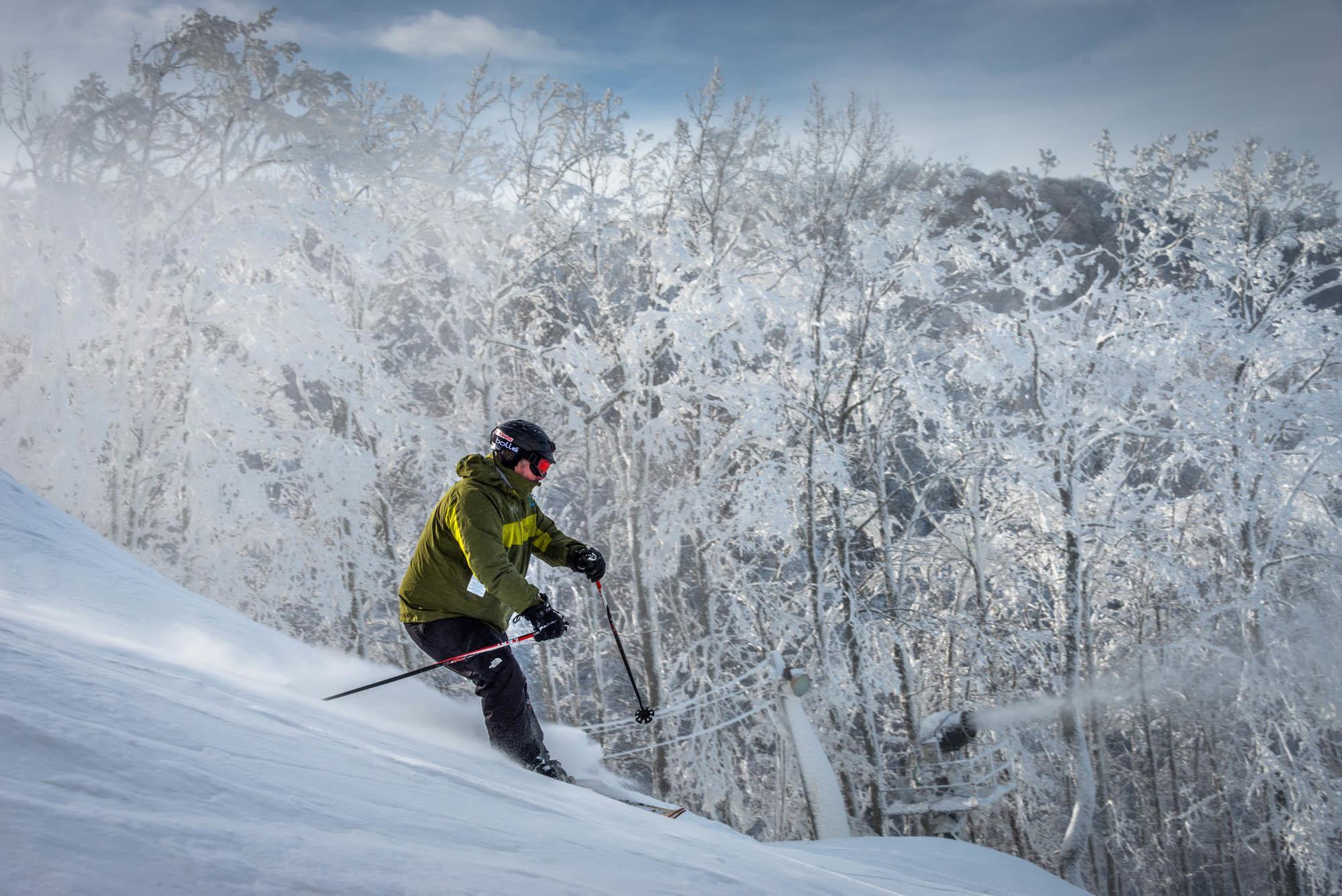 Snow skiing near memphis tn